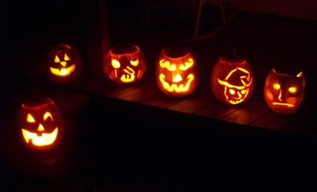 Pumpkin_carvin_08_the_line_up